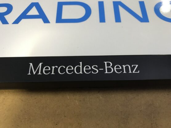 Kentekenplaathouder Mercedes-Benz wit